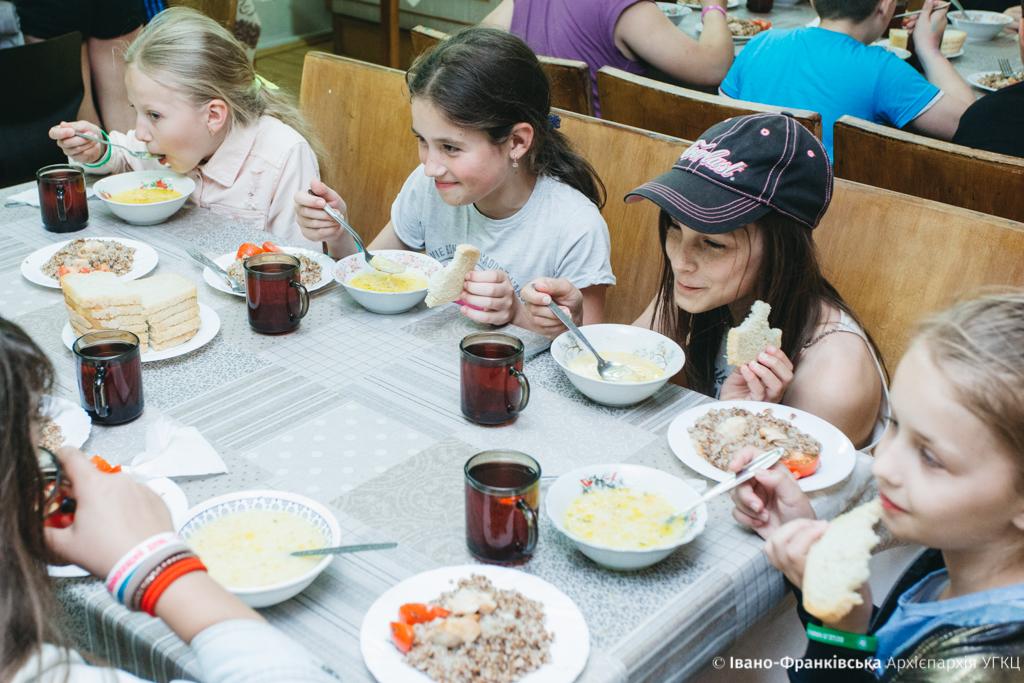 """Майже 500 дітей з Прикарпаття відпочили в """"Кедрових палатах"""" 20"""