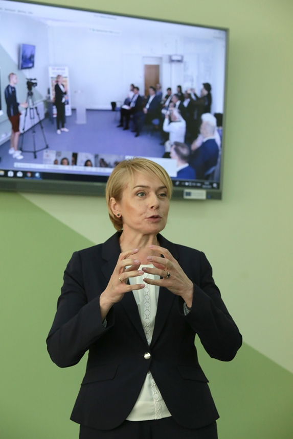 Міністр освіти і науки Лілія Гриневич взяла участь у відкритті Центру інноваційних освітніх технологій у Франківську 4