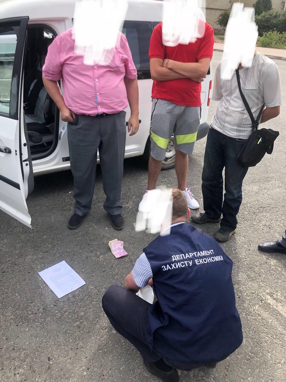 Правоохоронці затримали на хабарі 7000 гривень начальника відділу Долинської РДА 2