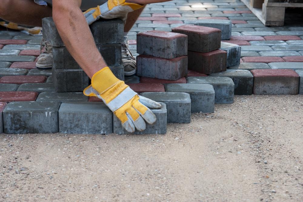 На Франківщині пов'язані між собою учасники розіграли 2,5 млн грн на тендерах з ремонту тротуарів