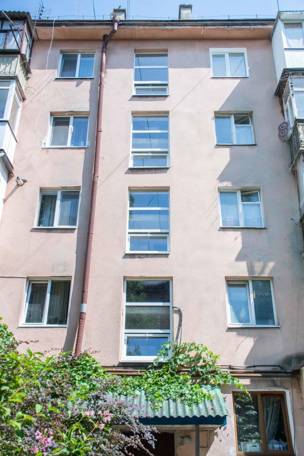 У трьох багатоквартирних будинках у Франківську замінюють вікна за програмою співфінансування 4