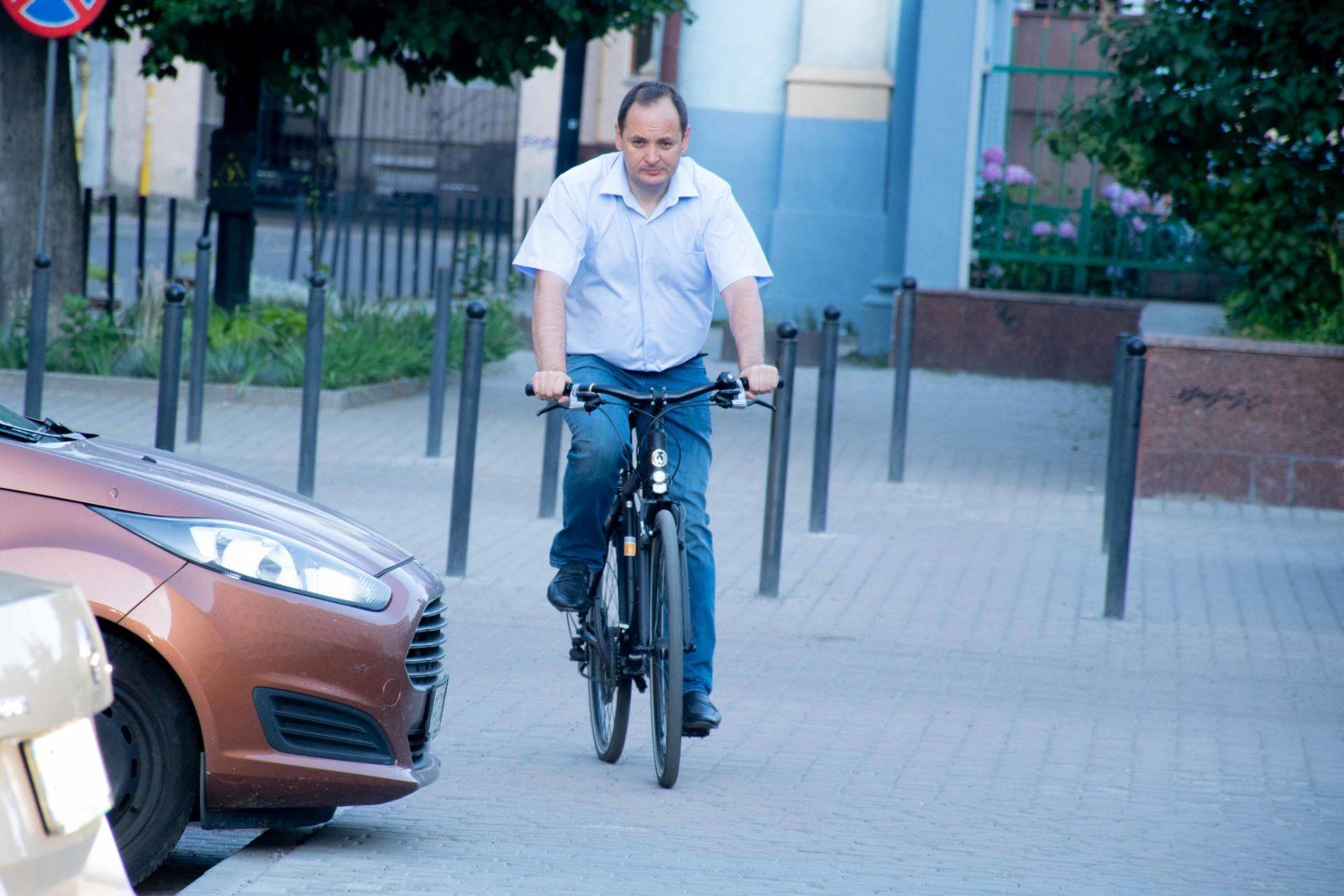 """""""Чорна п'ятниця"""": працівники мерії на велосипедах проінспектували міське озеро 2"""