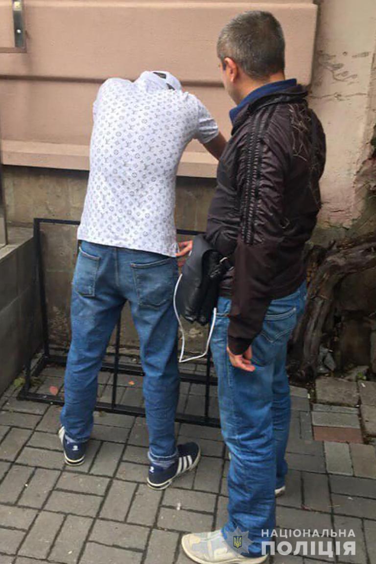 У Франківську поліція затримала двох іноземців, які обікрали квартиру 1