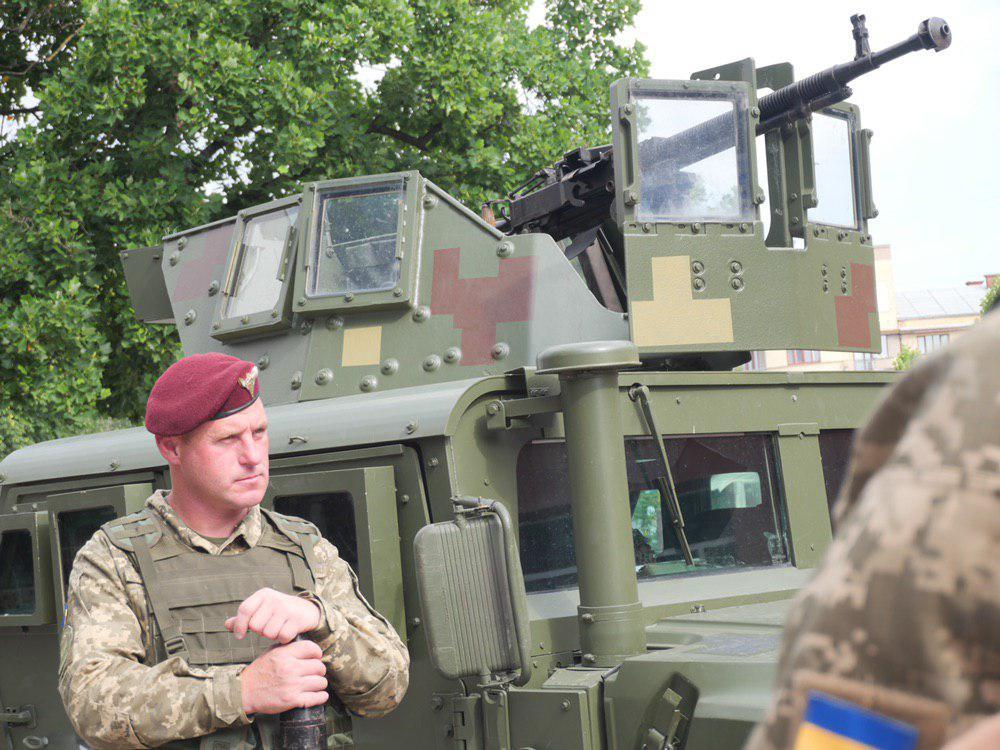 У Франківську на Вічевий майдан пригнали «Хамві» з кулеметом – запрошують на контрактну службу 2