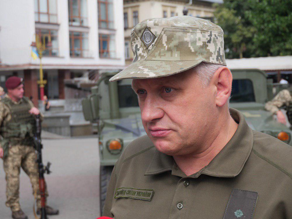 У Франківську на Вічевий майдан пригнали «Хамві» з кулеметом – запрошують на контрактну службу 9