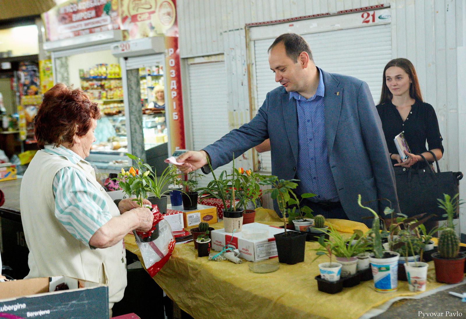 Продавці центрального ринку Франківська поскаржились меру на умови праці 2