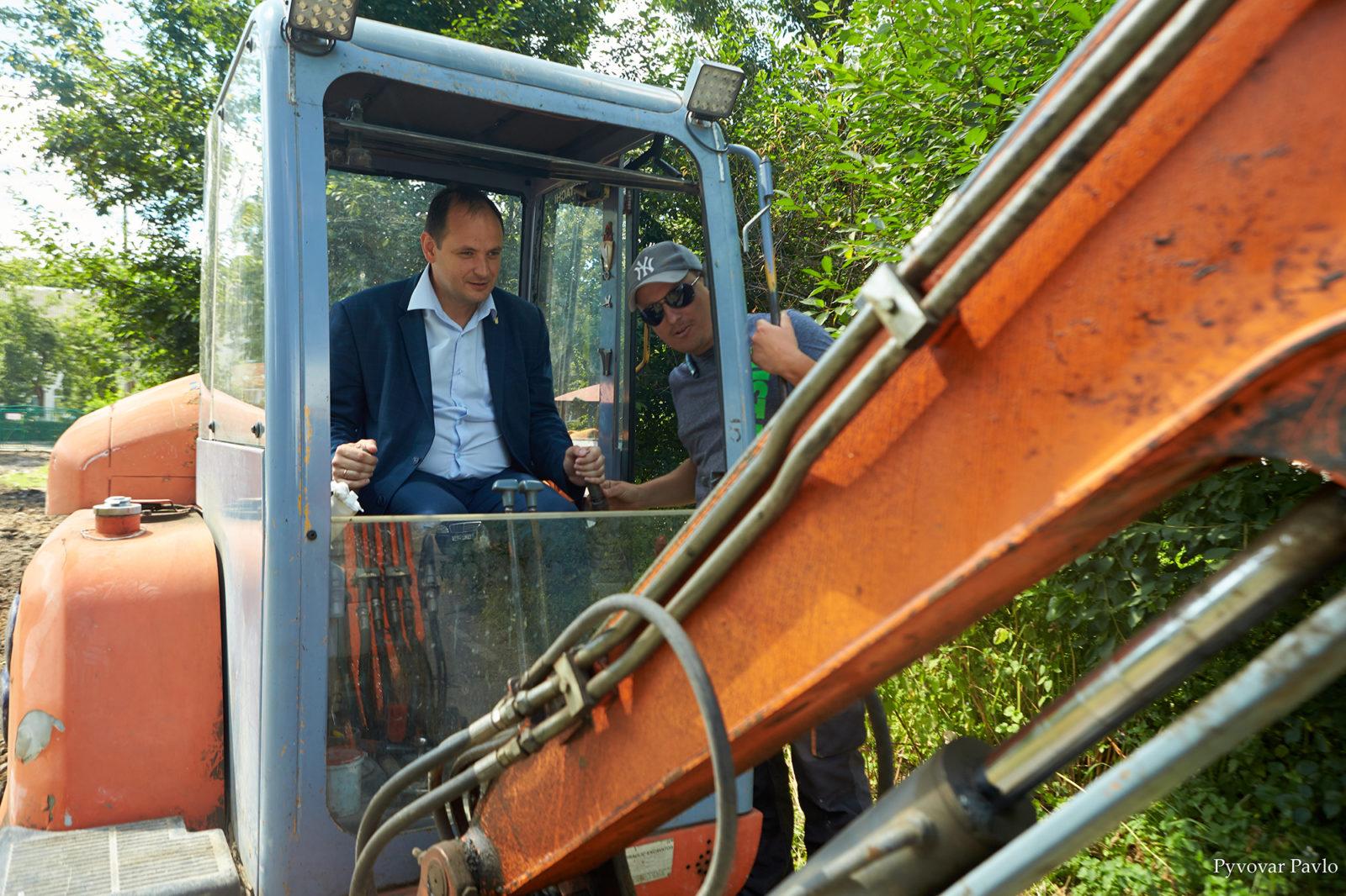 У Франківську розпочали довгоочікуваний ремонт двору на Набережній 4