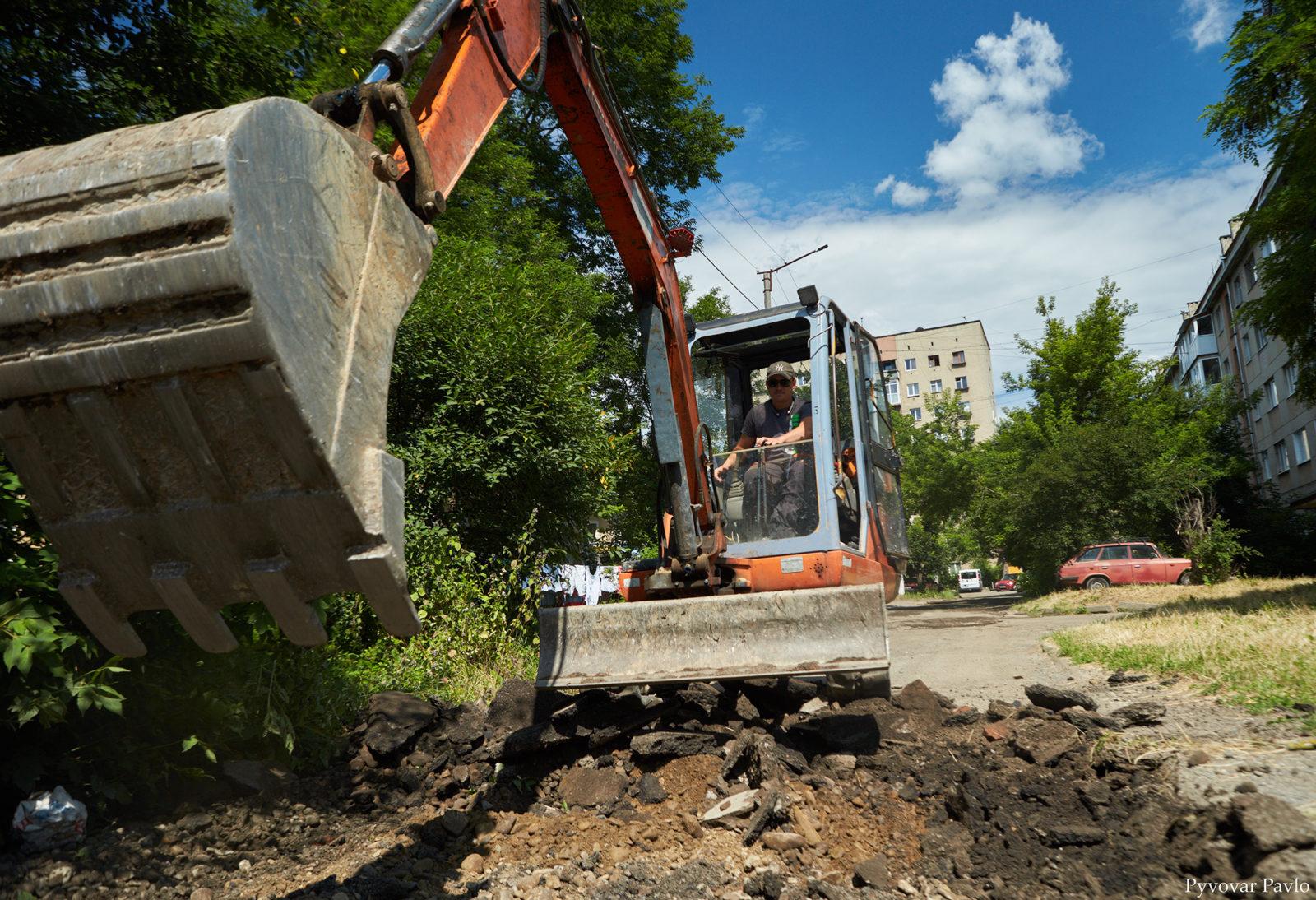 У Франківську розпочали довгоочікуваний ремонт двору на Набережній 3