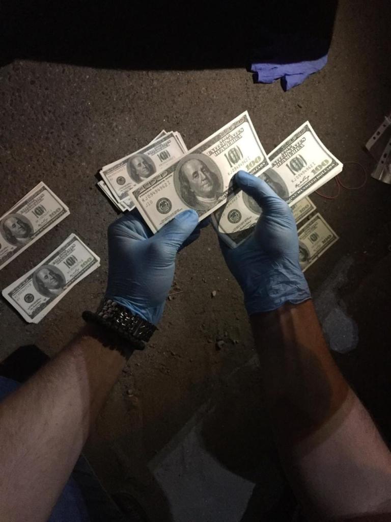 У Калуші СБУ затримала кримінального авторитета при вимаганні з підприємця 70 тисяч доларів США 1