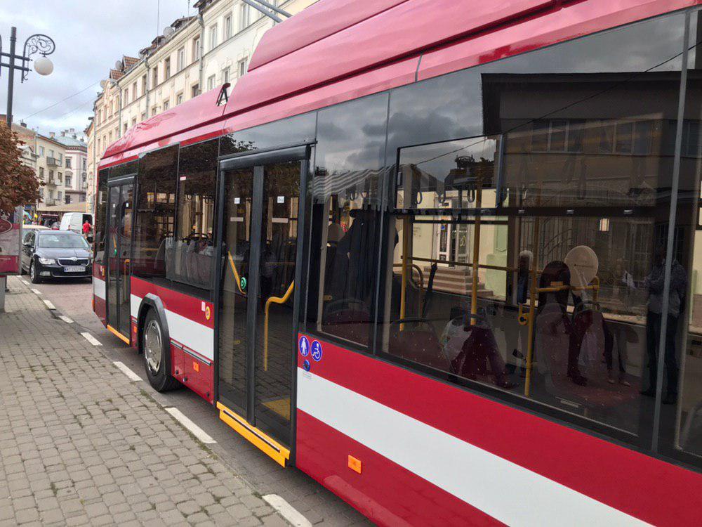 Франківцям показали білоруський тролейбус – таких у місті буде 29 5