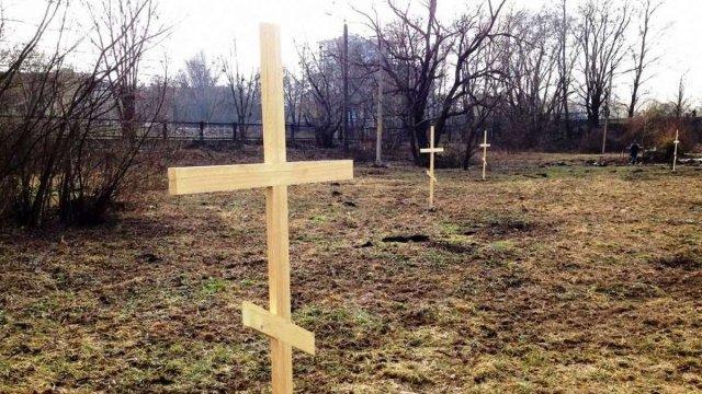 Суд зобов'язав церкву прибрати капличку та хрести зі спірної ділянки біля озера у Франківську 2