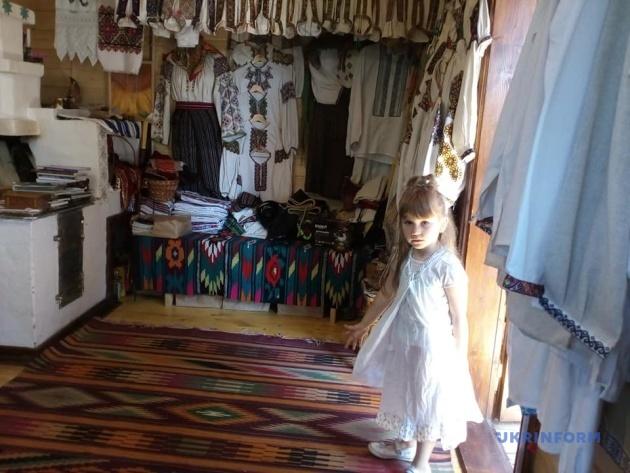 Верховинська ГалЄрія: як в інтерактивному музеї туристів на гуцулів перетворюють 10