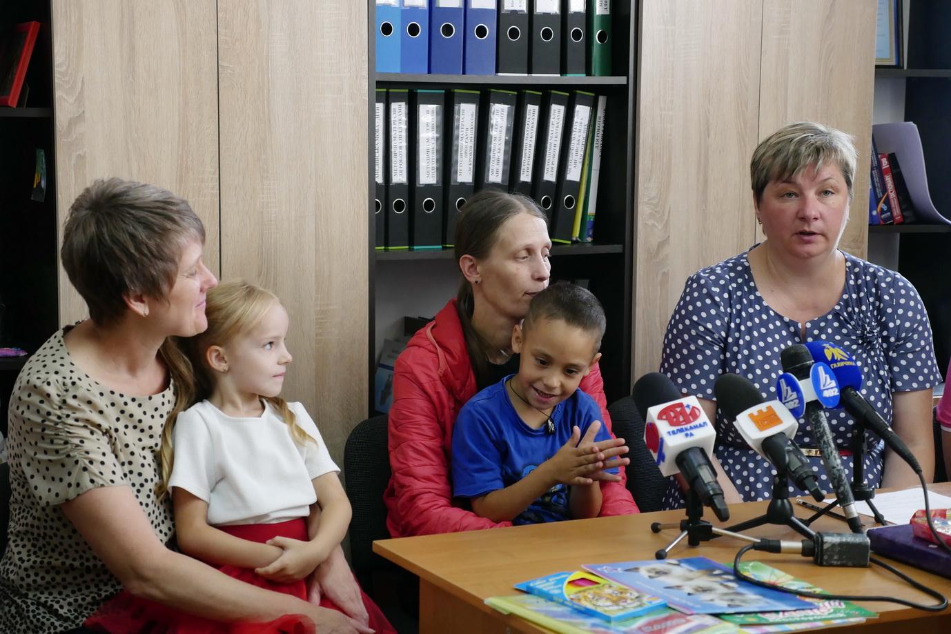 """У Франківську """"Карітас"""" збирає кошти на портфелики для дітей з малозабезпечених сімей 10"""