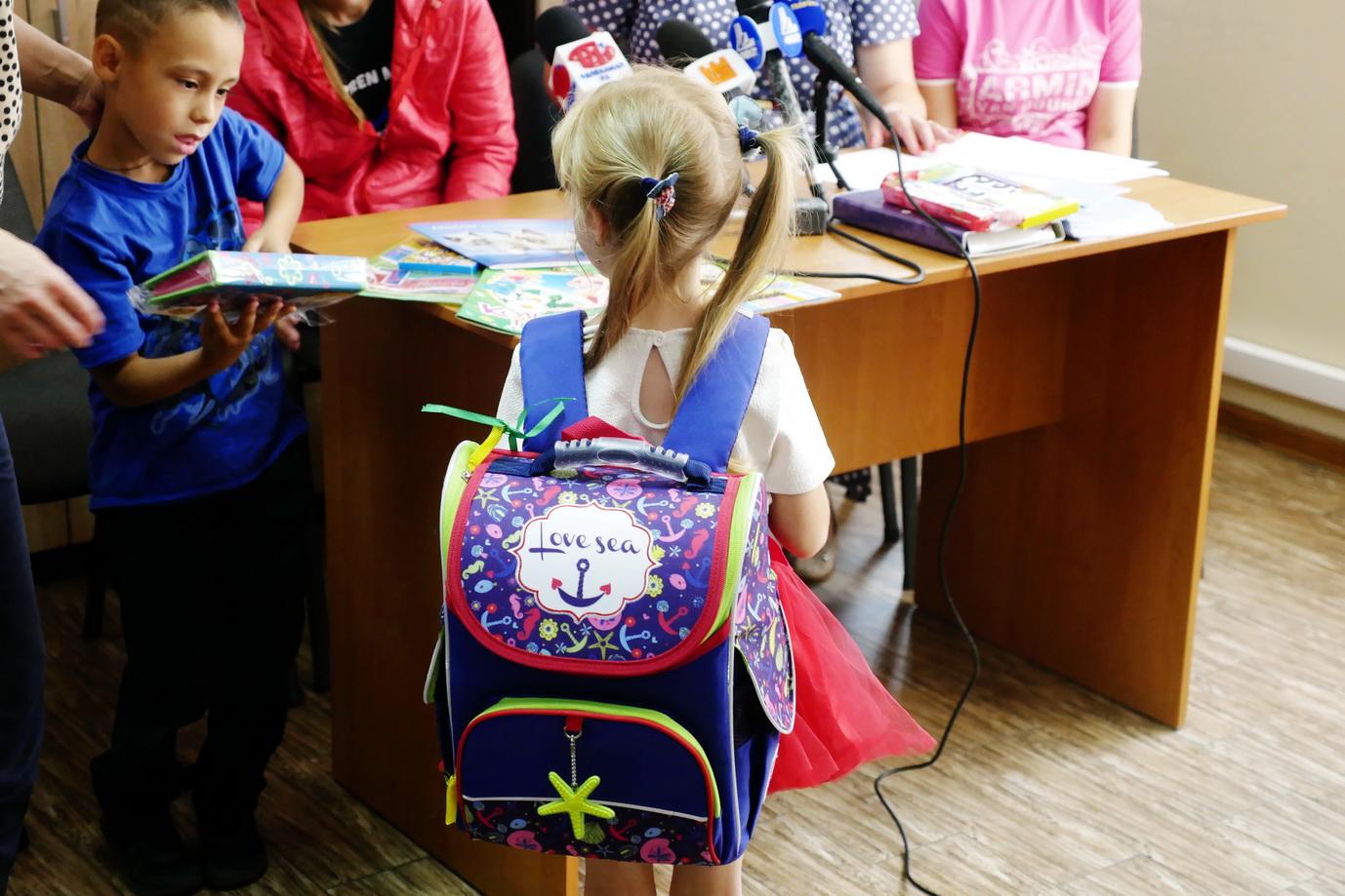 """У Франківську """"Карітас"""" збирає кошти на портфелики для дітей з малозабезпечених сімей 12"""