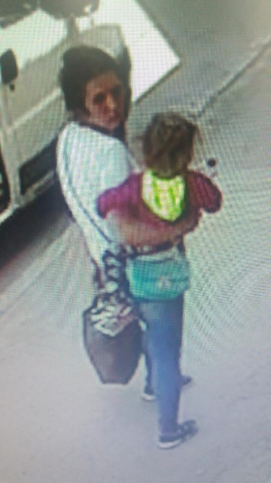 У Коломиї жінки викрали дитячий візок: поліція просить впізнати підозрюваних 2