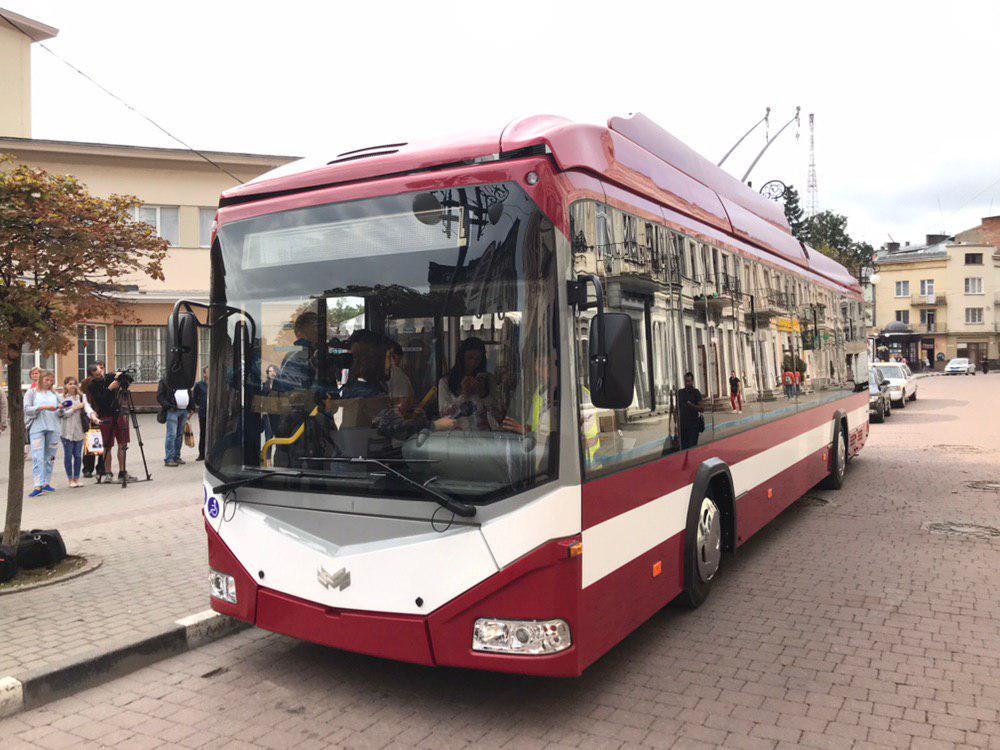 Франківцям показали білоруський тролейбус – таких у місті буде 29 3