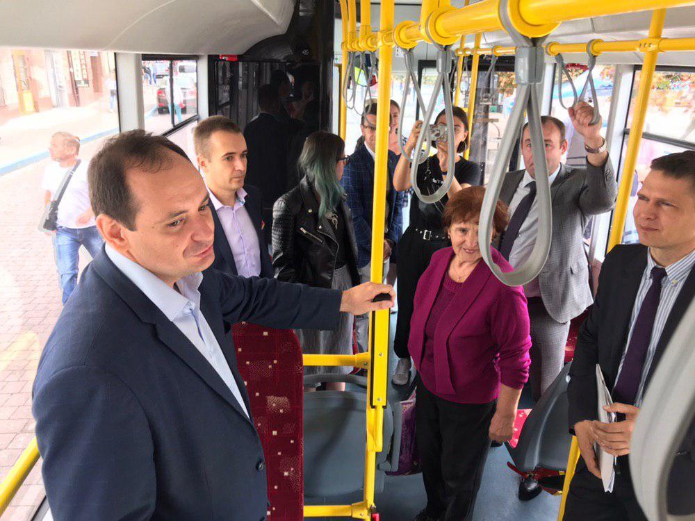 Франківцям показали білоруський тролейбус – таких у місті буде 29 6