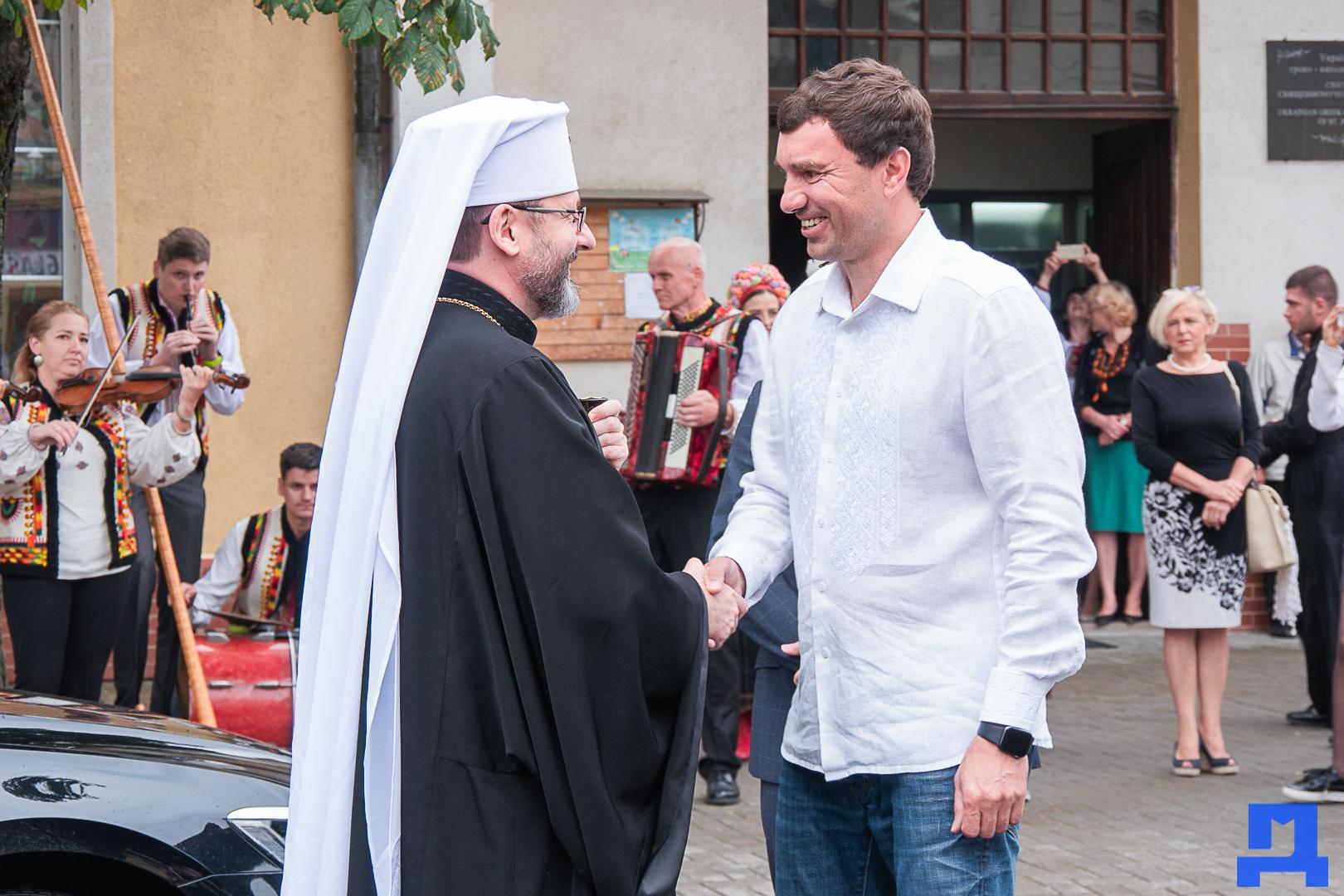 Глава УГКЦ Блаженніший Святослав освятив у Коломиї унікальну дзвіницю 4
