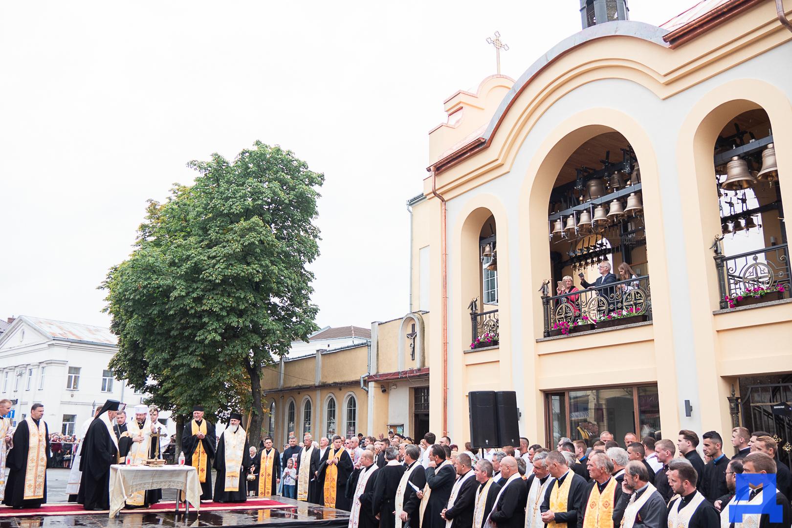 Глава УГКЦ Блаженніший Святослав освятив у Коломиї унікальну дзвіницю 10