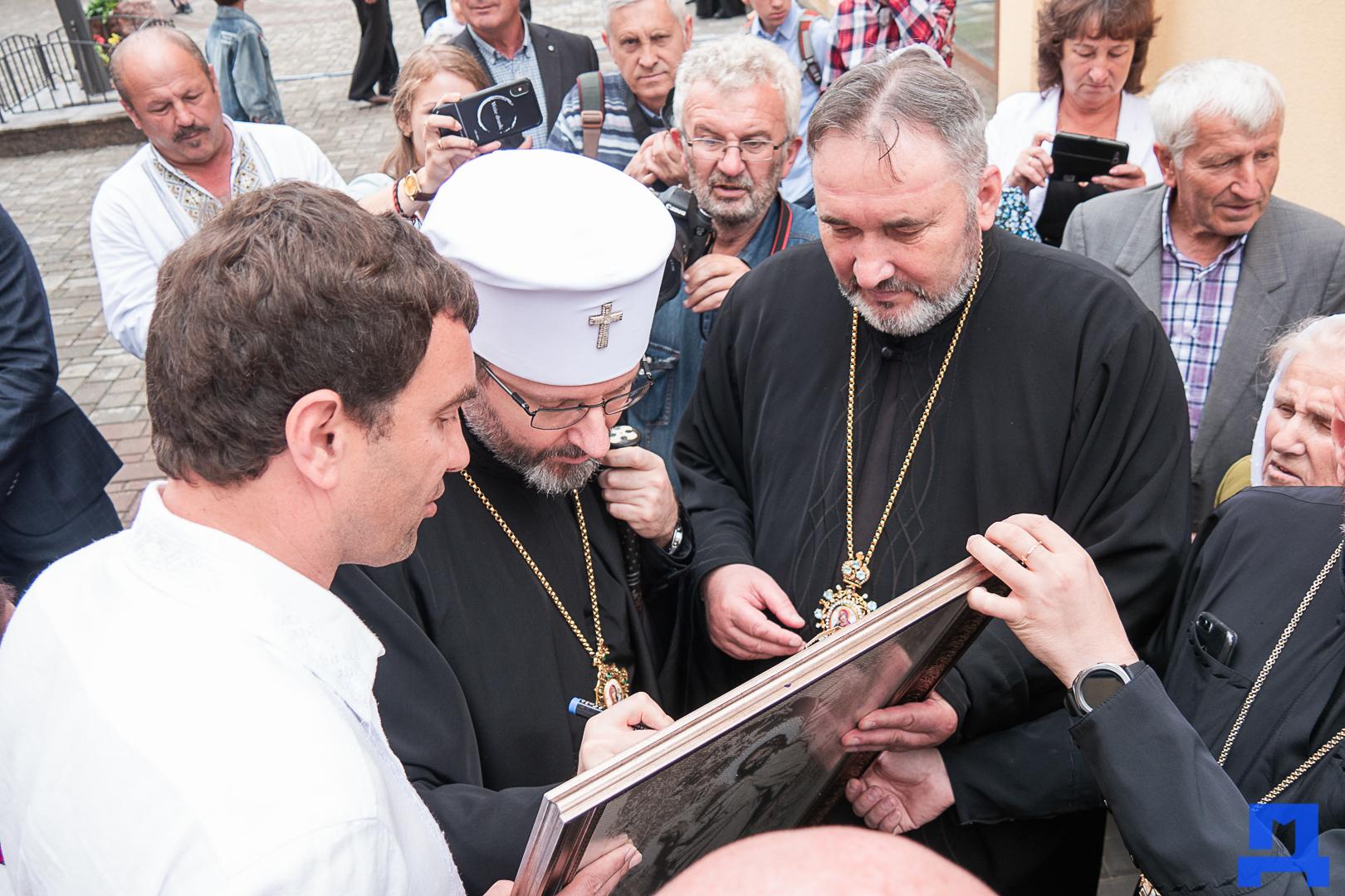 Глава УГКЦ Блаженніший Святослав освятив у Коломиї унікальну дзвіницю 18