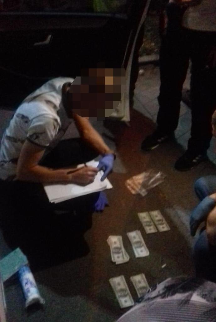 У Калуші СБУ затримала кримінального авторитета при вимаганні з підприємця 70 тисяч доларів США 3