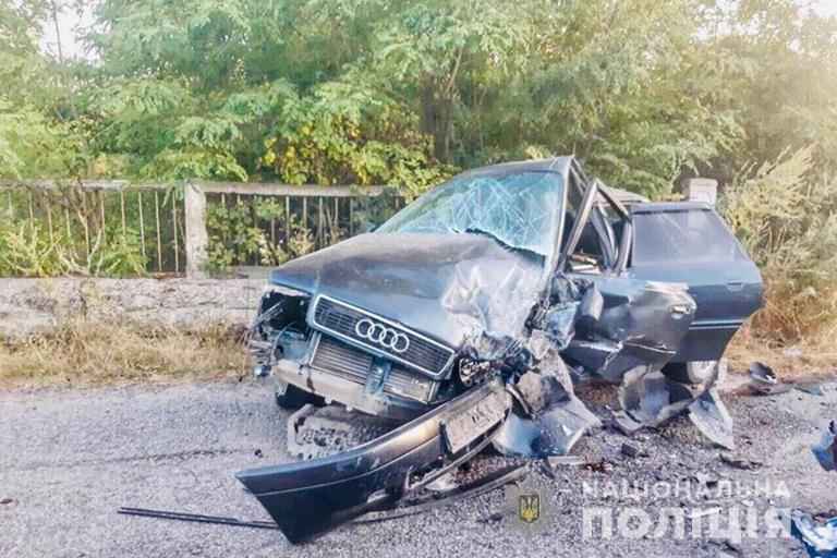 """На Франківщині """"Volkswagen"""" вилетів на зустрічну смугу – травмовані шість людей 4"""