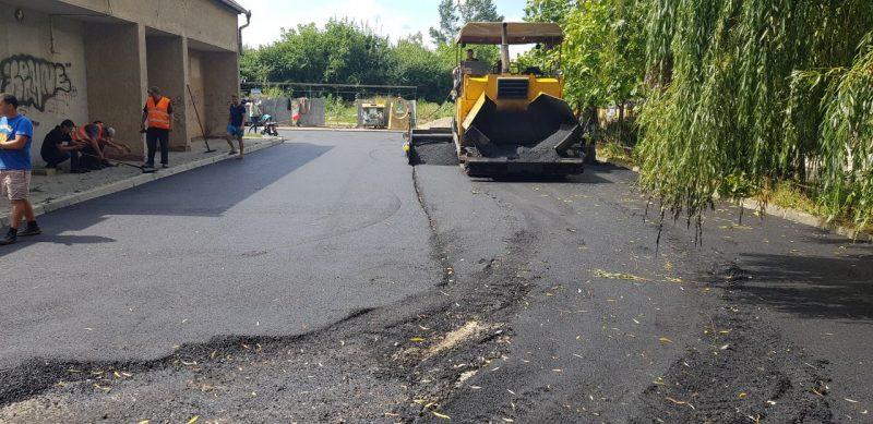 В Івано-Франківську закінчують ремонт прибудинкової території, який почали три роки тому 2