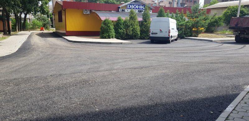 В Івано-Франківську закінчують ремонт прибудинкової території, який почали три роки тому 3