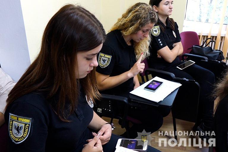 Прикарпатські поліцейські опанували мову жестів 10