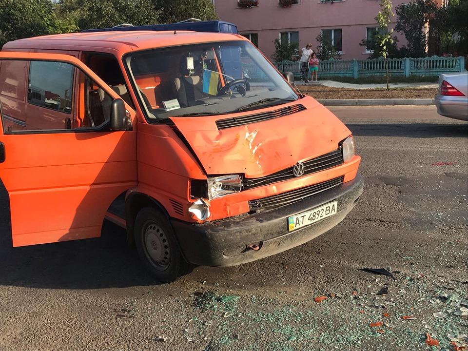 В аварії у Тисмениці зіштовхнулися 4 машини 2