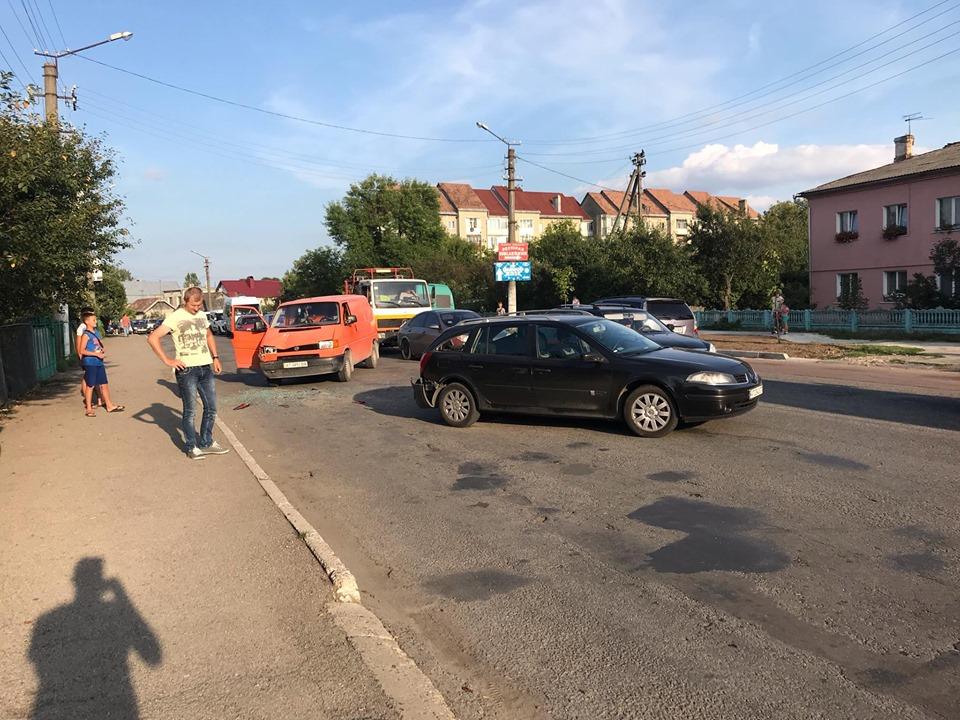 В аварії у Тисмениці зіштовхнулися 4 машини 6