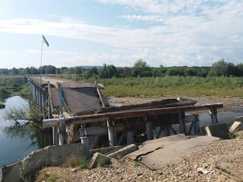 На зруйнованому мості в селі Довге-Калуське, де був Зеленський, провели виїзну нараду 2