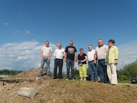 На зруйнованому мості в селі Довге-Калуське, де був Зеленський, провели виїзну нараду 4