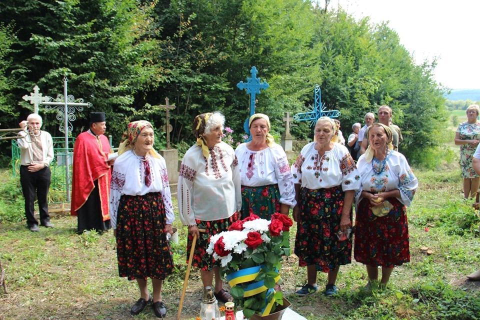 В Темерівцях атовці відновили могили воїнів УПА 8