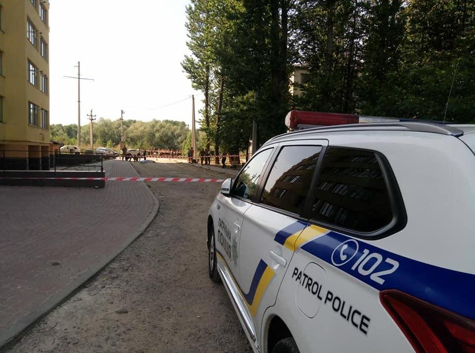 Розслідують умисне вбивство, – в поліції розповіли про вибух двох гранат у Франківську 2