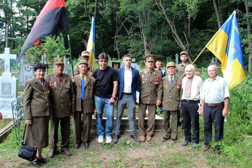 В Темерівцях атовці відновили могили воїнів УПА 2