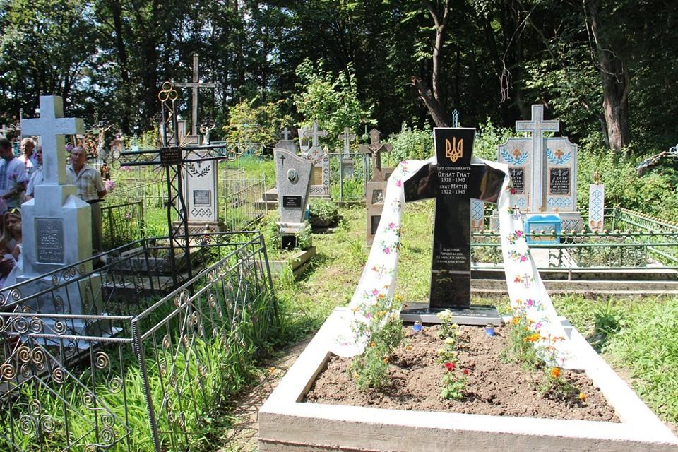 В Темерівцях атовці відновили могили воїнів УПА 1