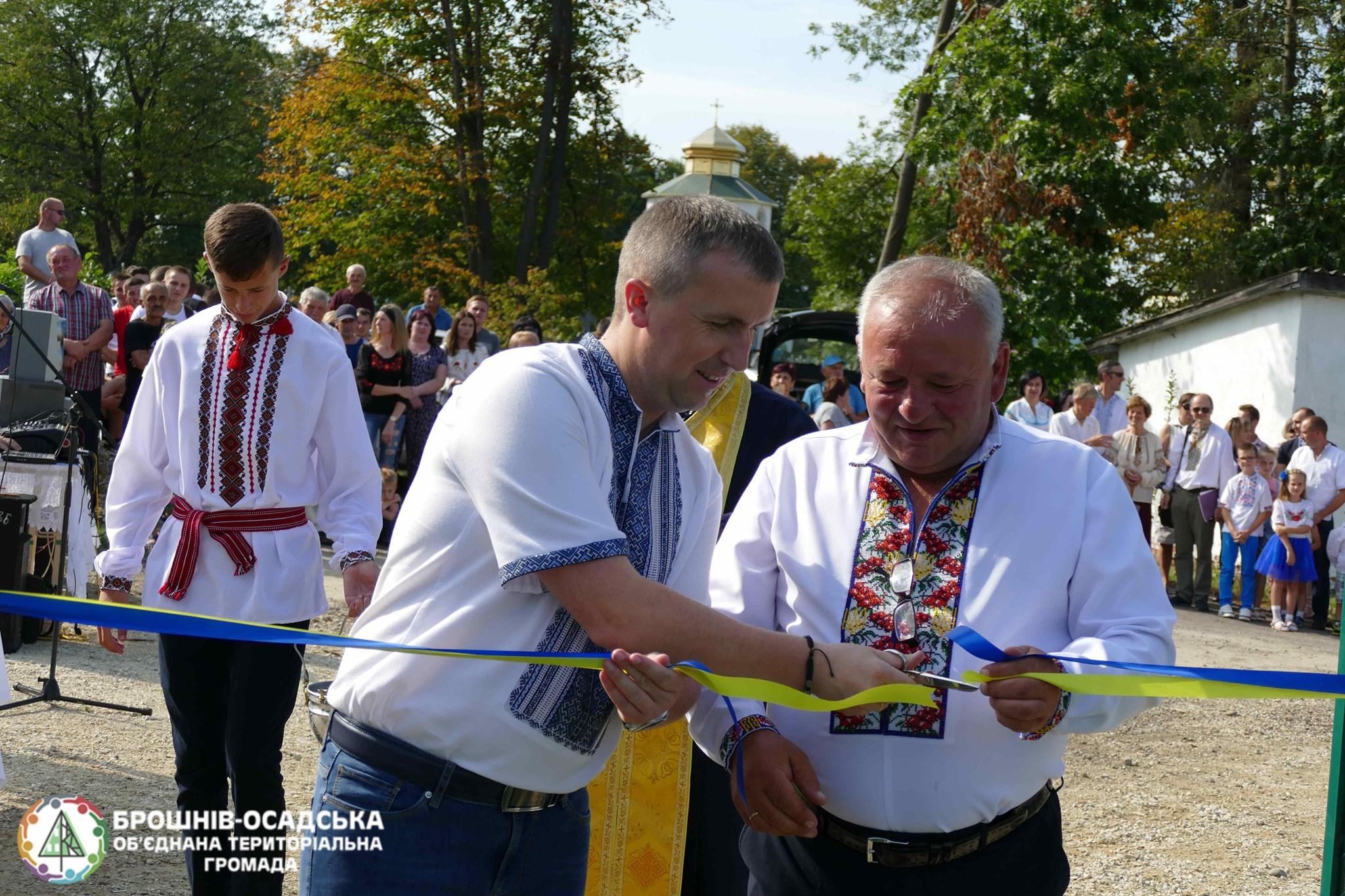 У Брошнів-Осадській ОТГ відкрили спортивний майданчик зі штучним покриттям 4