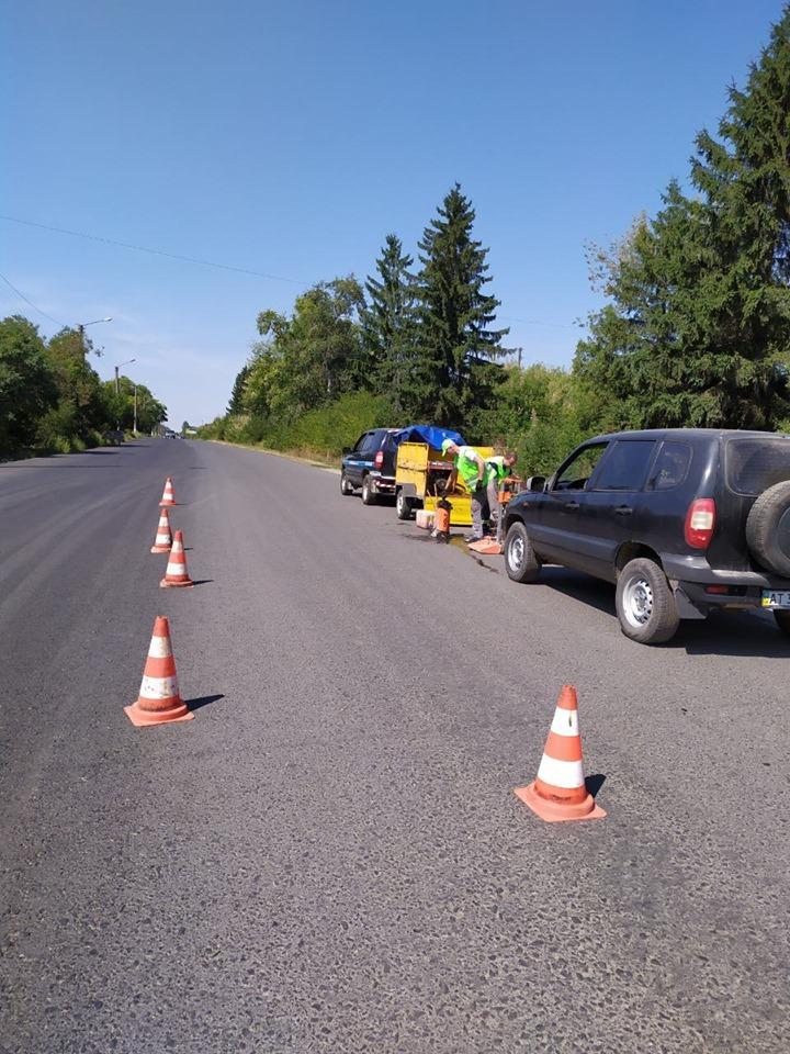 Спеціалісти Лабораторії контролю якості доріг відібрали проби в Городенці 2