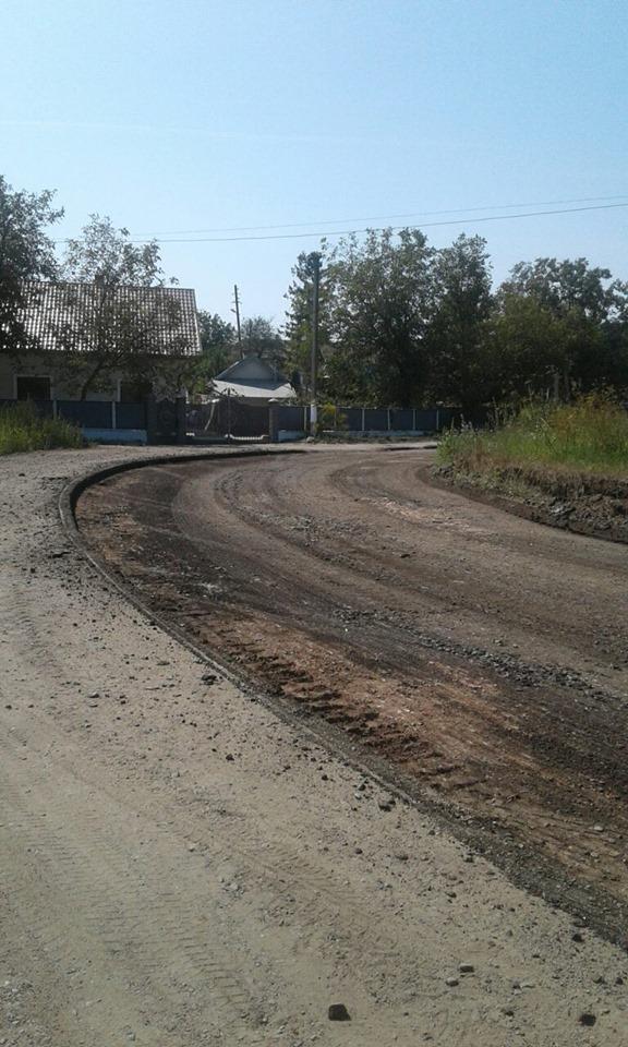 """У Городенці стелять дорогу – продовжують ремонт автотраси """"Снятин – Тязів"""" 1"""