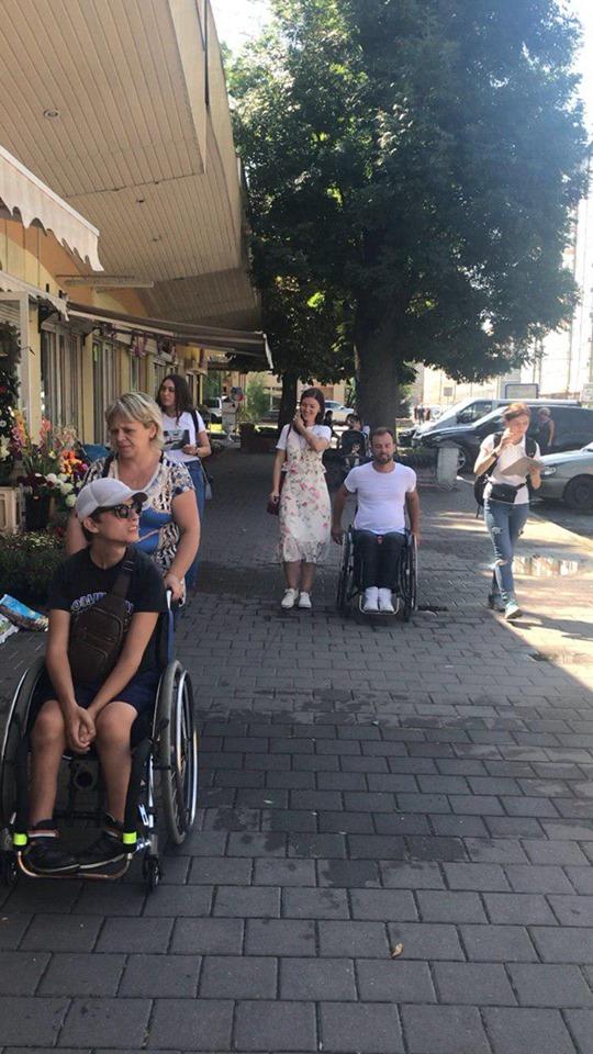 """""""Прогресивне та відкрите місто"""": Франківськ перевірили на доступність для людей з інвалідністю 12"""