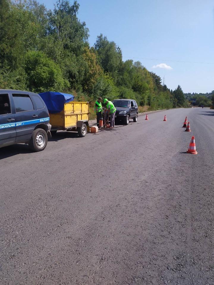 Спеціалісти Лабораторії контролю якості доріг відібрали проби в Городенці 3
