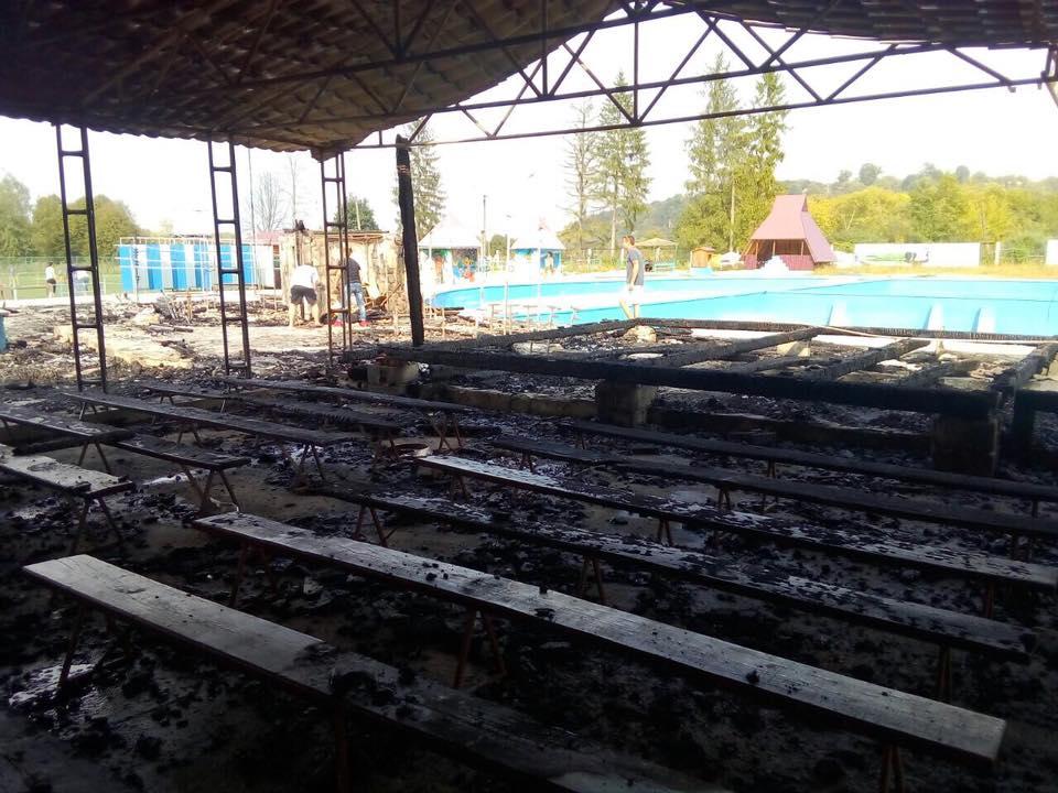 Під час пожежі в таборі на Прикарпатті загинув підліток 1