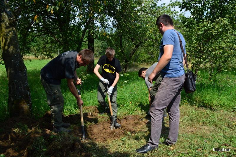 Посеред городу на Долинщині викопали останки вояка часів Другої світової війни 6