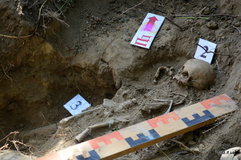 У Галицькому районі знайшли масове поховання жертв репресій 20