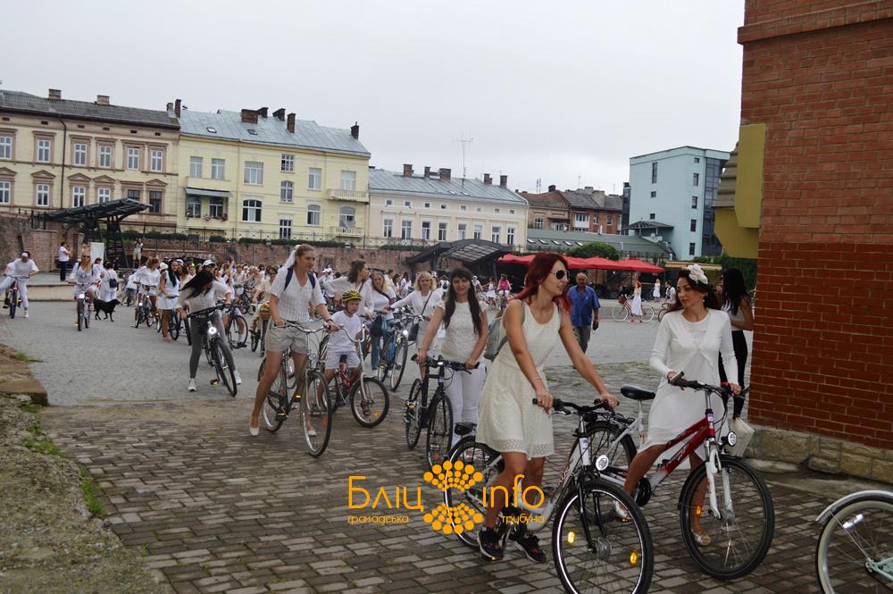 """У Франківську пройшов дев'ятий """"білосніжний"""" дівочий велопарад 20"""