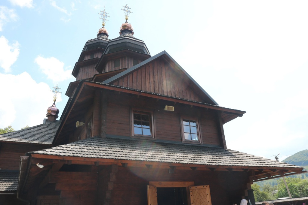В монастирі у Дорі освятили пам'ятний хрест Климентія Шептицького 5