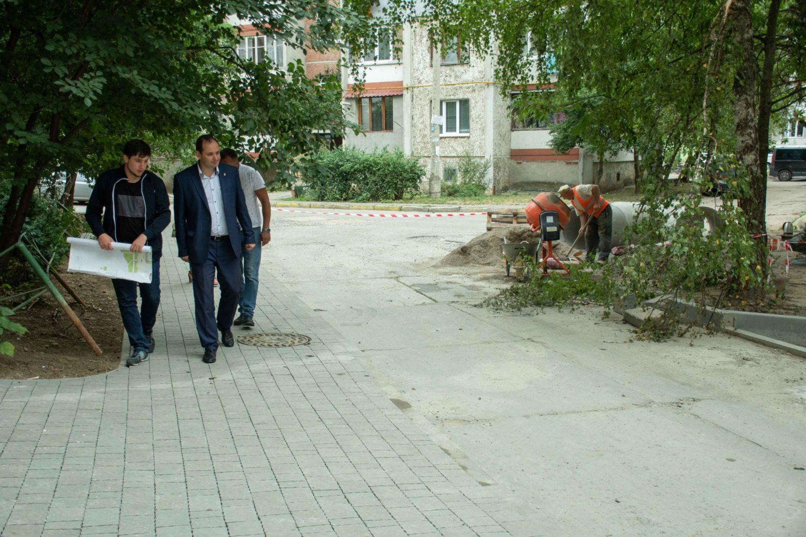 У дворі на Симоненка-Миколайчука почали ремонтувати двір 3
