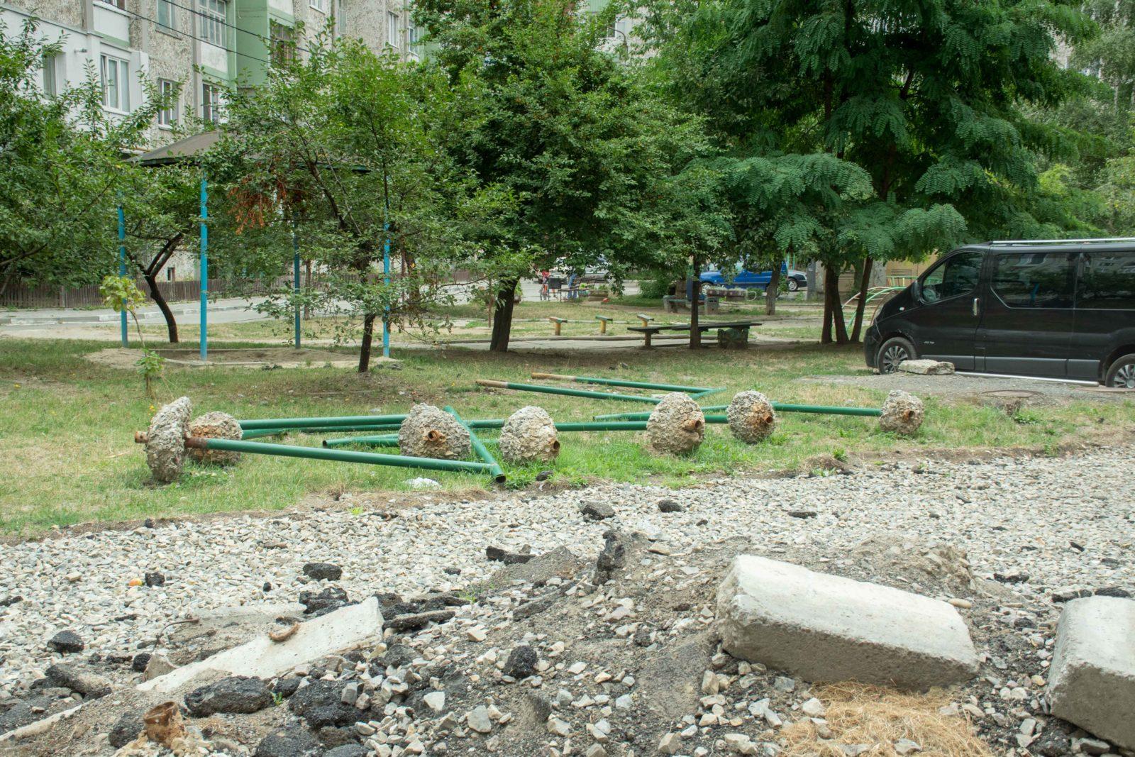 У дворі на Симоненка-Миколайчука почали ремонтувати двір 8
