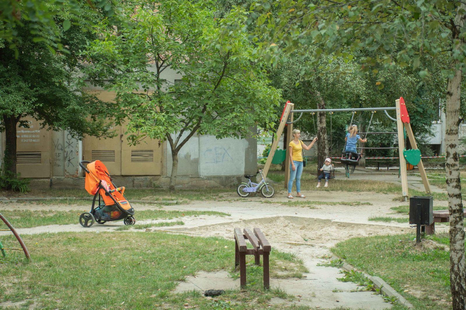 У дворі на Симоненка-Миколайчука почали ремонтувати двір 18